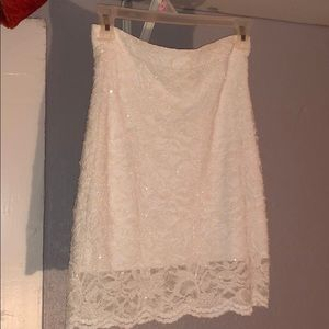 Sparkly white, lace mini skirt 🥰